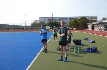 Die Trainer voll konzentriert
